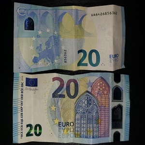 Front and Back of 20 Euro Note (EUR)